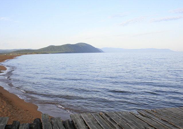 加拿大一女子因篤信導航儀指令而把車開進湖里