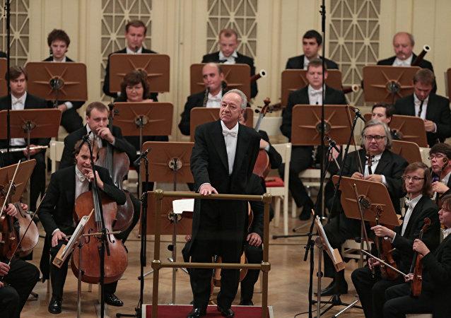 尤里·特米爾卡諾夫和聖彼得堡愛樂樂團