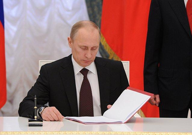 В.Путин подписал Указ об образовании Крымского Федерального округа РФ