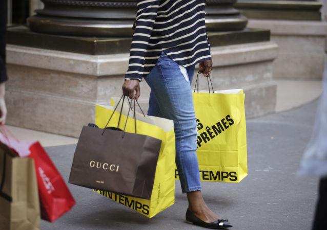 英報稱社會學家調查發現購物最困難的年齡段