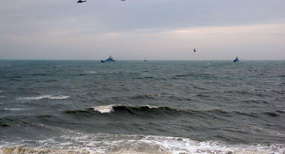 俄黑海艦隊和航空隊在黑海舉行聯合演習
