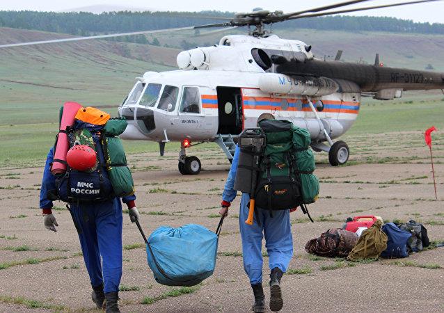 搜救人員在伊爾-76飛機墜毀現場找到3名機組人員遺體