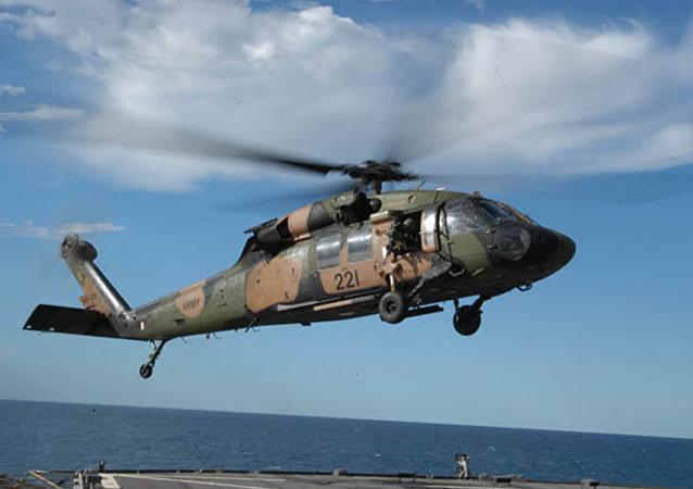 一架黑鷹直升機