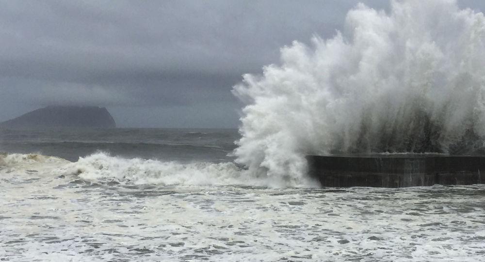 媒體:台灣發射水炮驅離在澎湖海域避風的20余艘大陸漁船