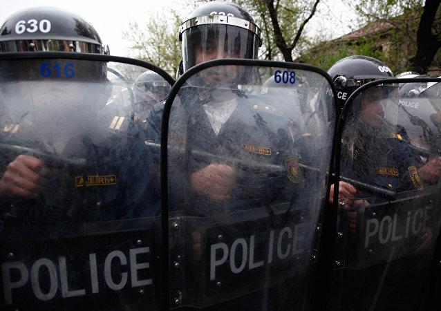 亞美尼亞警方再次向被佔埃里溫巡警部隊大樓附近增派警力