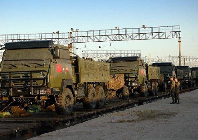 參加「東方-2018演習的中國先頭部隊抵達俄外貝加爾