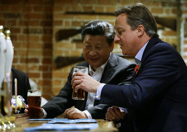 媒體:中國投資者收購習近平和卡梅倫喝啤酒的英國酒吧