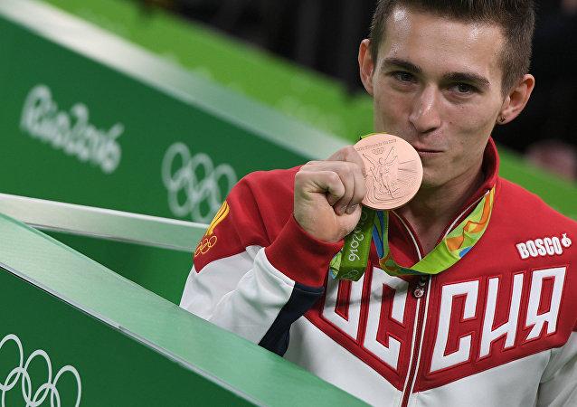 俄體操選手別利亞夫斯基在雙槓個人賽中摘銅