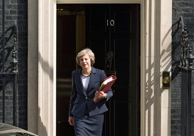 媒體:英國首相同意在脫歐後保留在英歐盟公民的權利
