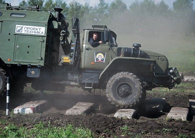 媒體:俄軍測試新型裝甲回收車