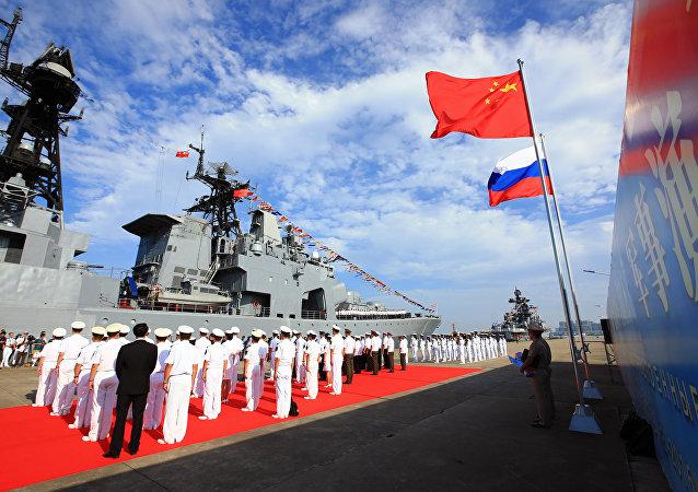 俄中海軍演練消除事故情況的行動