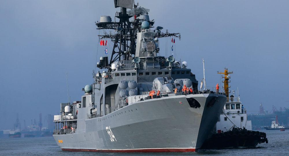 俄中軍人在海上聯合演習中完成防空任務