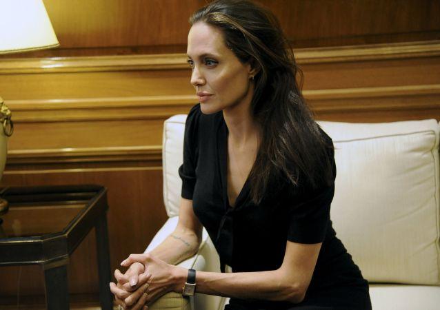 朱莉呼籲華盛頓干預敘利亞的軍事衝突
