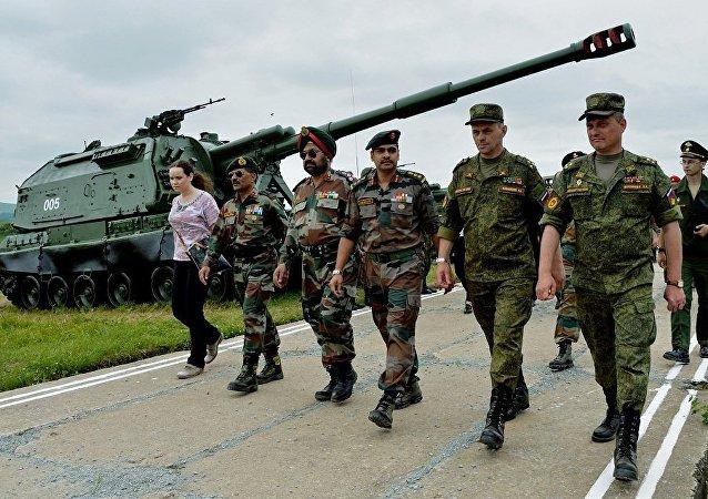 俄東部軍區200多名軍人前往印度參加「因陀羅2018」演習