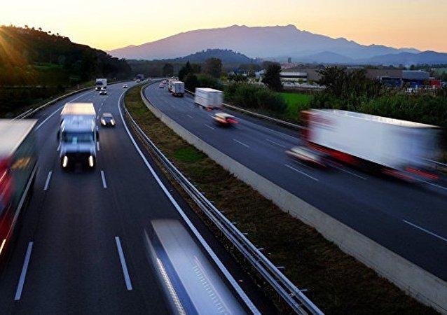 俄專家:歐亞經濟聯盟與絲綢之路經濟帶下一步將是建立自貿區