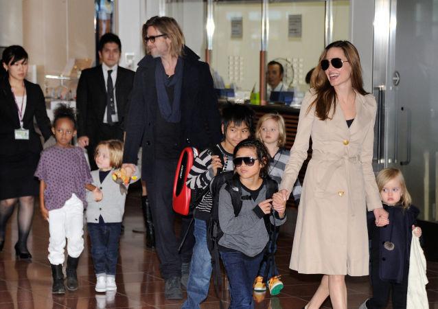 媒體:朱莉與皮特避開孩子秘密會面