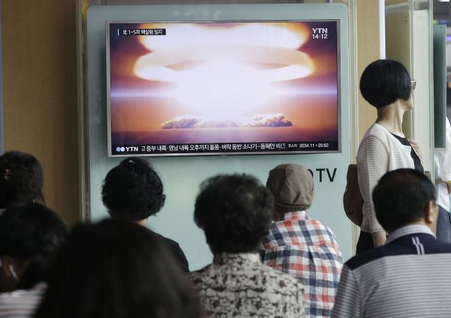 人們正在閱讀韓國關於將在朝鮮進行核試驗的新聞