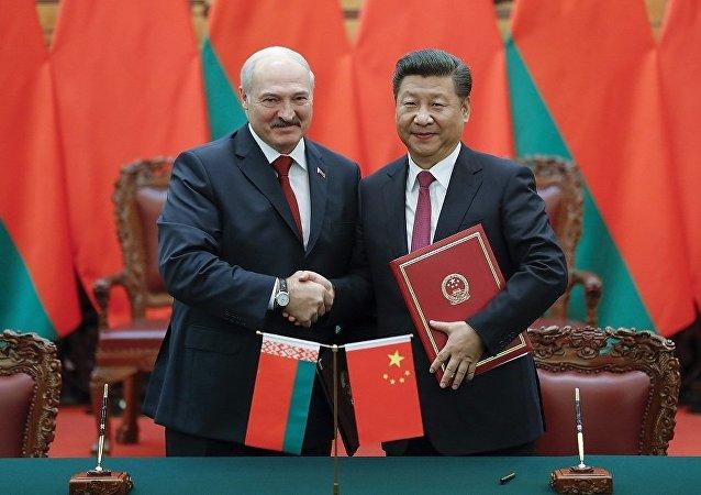 白俄羅斯總統盧卡申科(左)和中國國家主席習近平