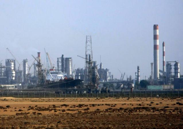 沙特王儲:歐佩克與非歐佩克產油國將分析修改減產協議的不同選項