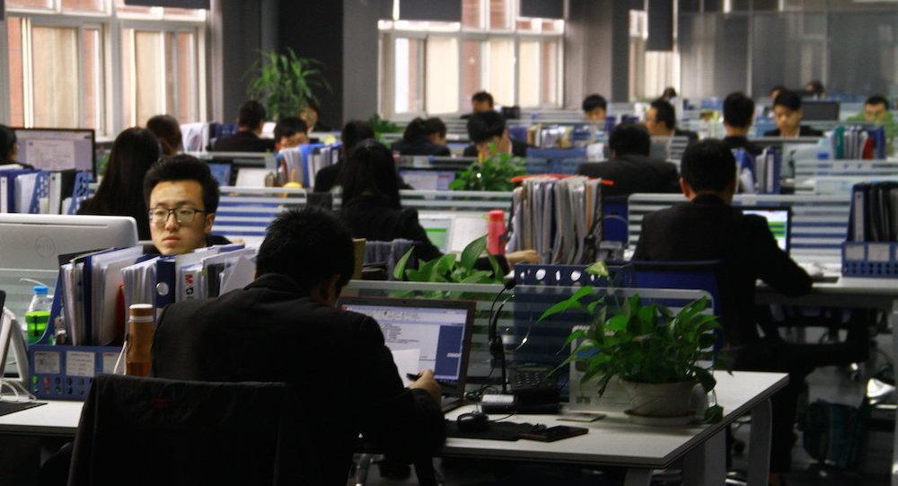 報紙:中國一家商店員工因未能完成工作任務而公開吞食活蟲子