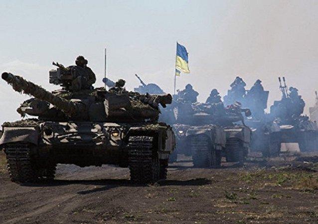 烏政府軍在衝突區集結400輛坦克和火炮