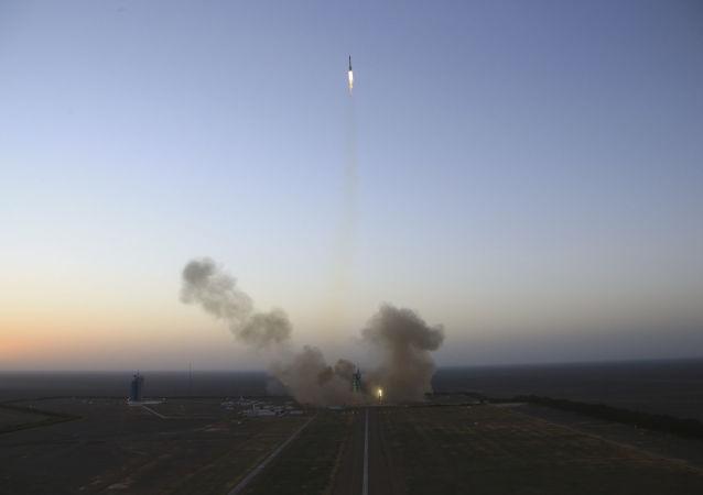 中國成功使用「長征三號」運載火箭發射兩枚衛星