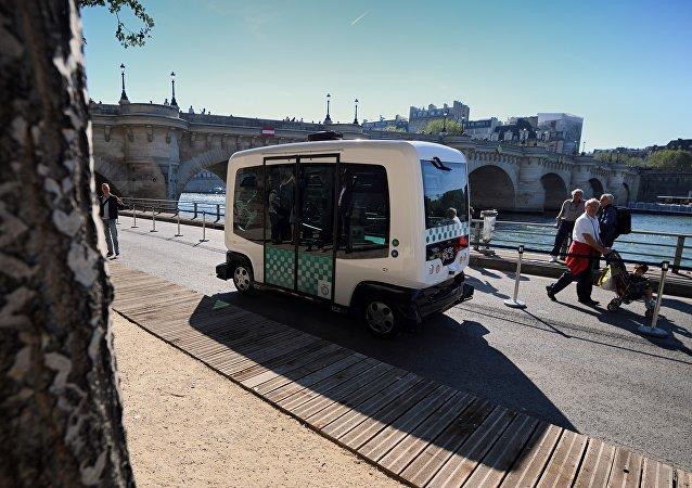 EZ10 minibus,法國 /無人駕駛貨車/