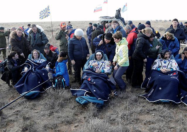 國際空間站成員返回地面