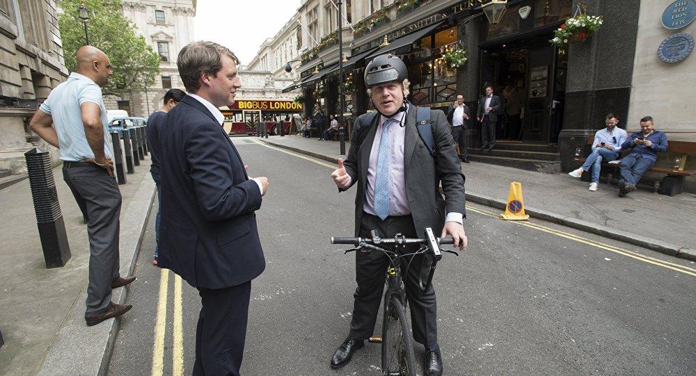 英國外交大臣鮑里斯·約翰遜(最右)