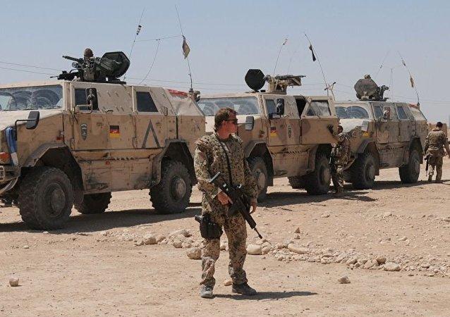德國軍人在馬扎里沙裡夫市郊外 (阿富汗)