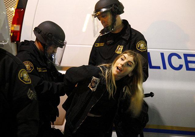 特朗普支持者與反對者發生衝突 15人被捕