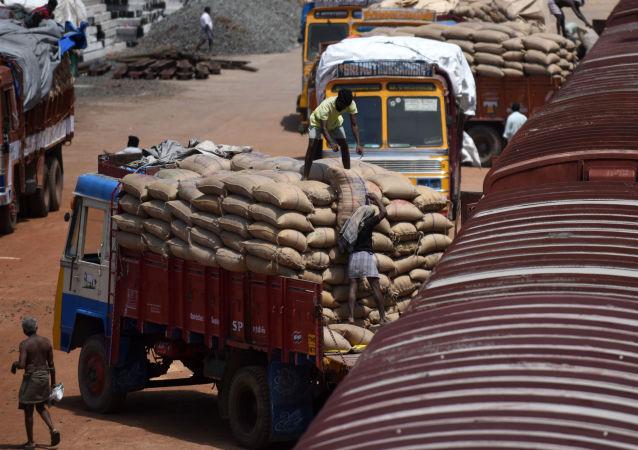 印度承運人警告由於貨幣改革而受到商品短缺的威脅
