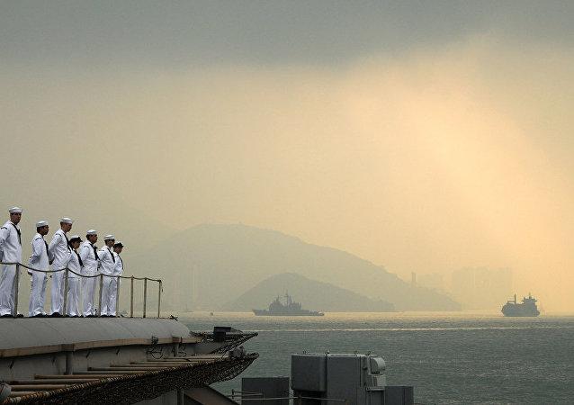 新加坡向香港派出一組專家以保障被扣留的裝步戰車安全