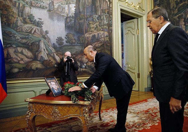 俄土兩國外長獻花紀念遇害俄駐土大使