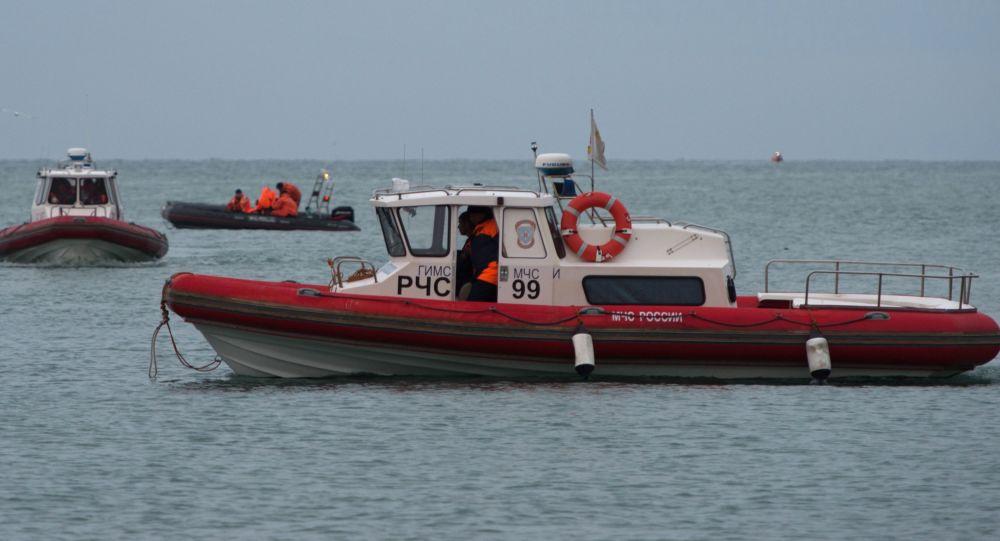 俄聯邦海運河運署救援隊發現圖-154失事飛機遇難者遺體和座椅碎片