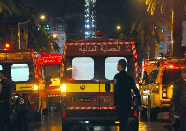 突尼斯火車和公交車相撞至少致5人死亡40多人受傷