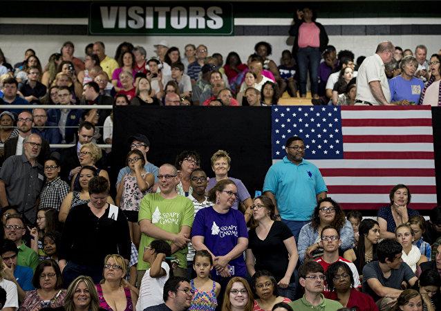 民調:大多數美國人懷疑希拉里在2016年大選中與外國勢力勾結