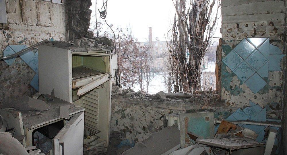 頓涅茨克一棟被烏軍炮擊受損的房子