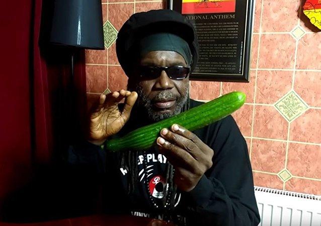 黃瓜受捧:牙買加歌手發佈一段介紹黃瓜營養的視頻