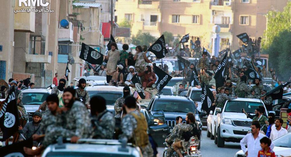 Боевики ДАИШ в сирийском городе Эр-Ракка