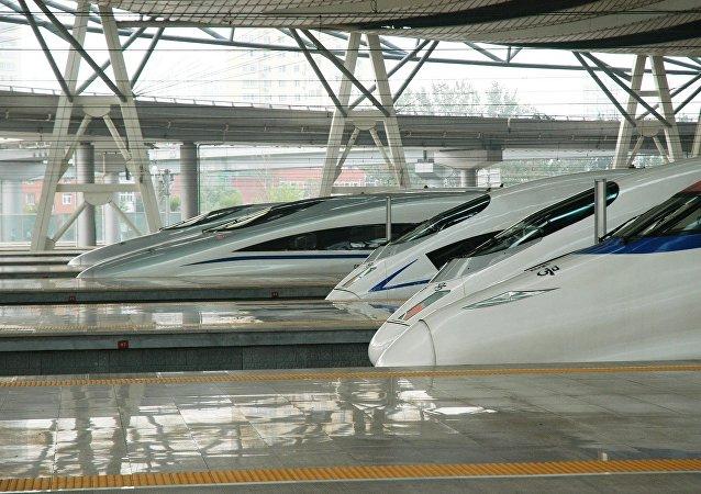 連接2022年冬奧會兩個承辦城市的京張高鐵1日開始全線鋪軌