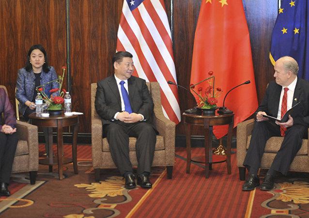 阿拉斯加州州長比爾·沃克與中國國家主席習近平