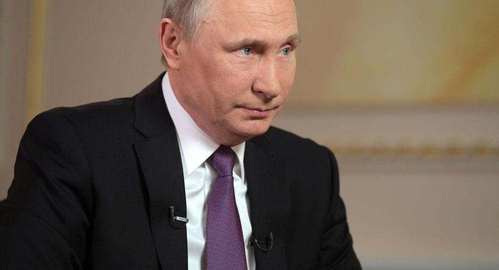 普京:政府將繼續完善反腐條例