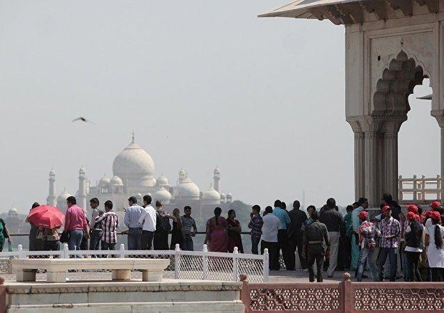 印度泰姬陵擬限客 每日最多接待4萬人