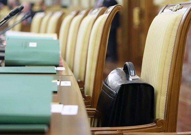 俄政府將於2020年開始裁減公務員數量
