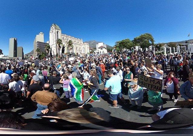 媒體:南非五一遊行爆發騷亂 總統演講取消