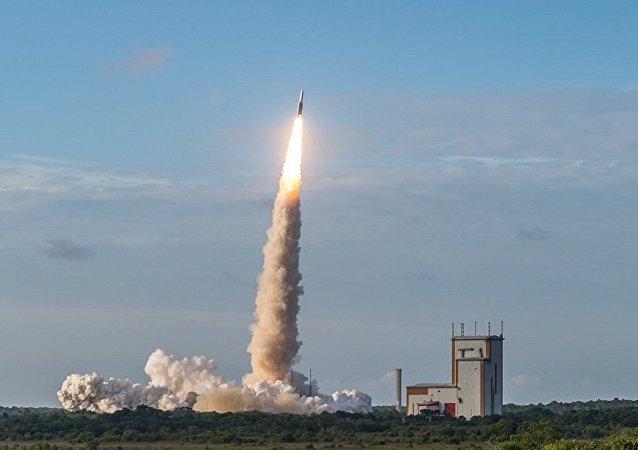 歐洲「織女星」運載火箭攜帶53顆微型衛星成功從庫魯航天中心發射升空