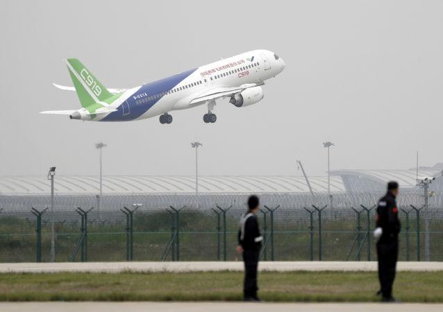 中國大型客機C919完成首飛