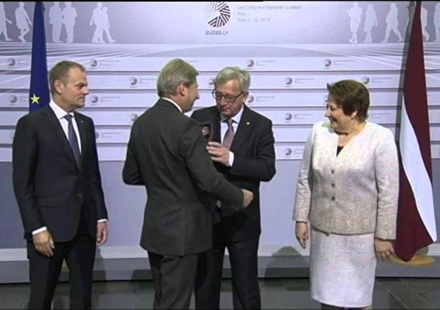 媒體: 容克酒醉醺醺出席日內瓦首腦會議