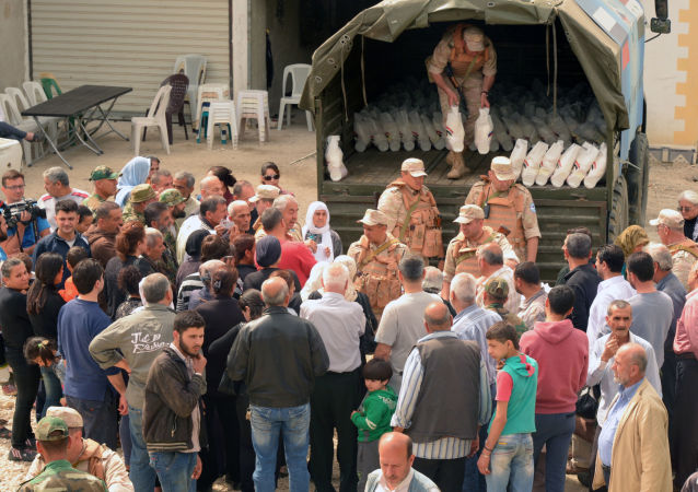 俄軍方向敘利亞達拉亞運送2噸多人道主義援助物資
